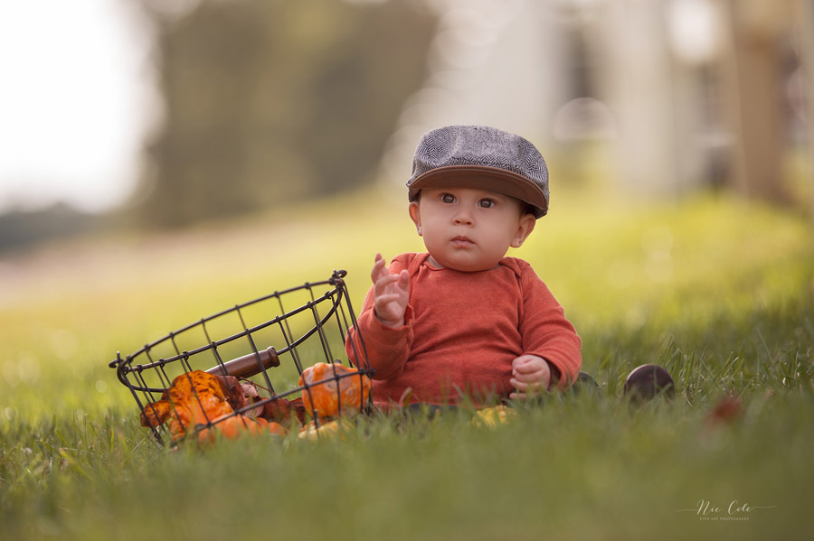 Infant-sitting0in-grass-baby-photographer-charlotte-nc